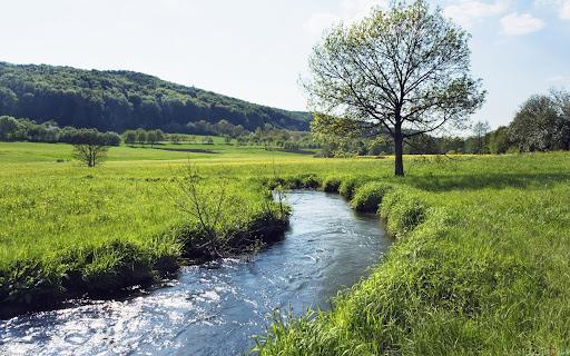 Valle con río pequeño